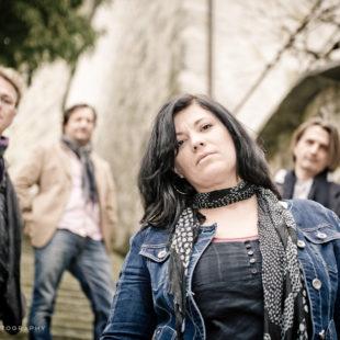 Cathryn Lehmann mit Band